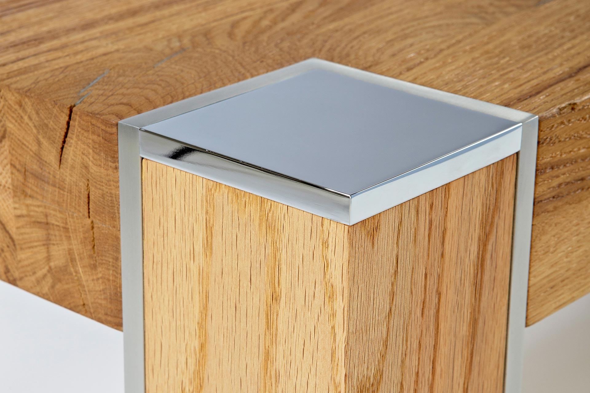 esstisch baumkante massivholz eiche hell detail esstisch. Black Bedroom Furniture Sets. Home Design Ideas