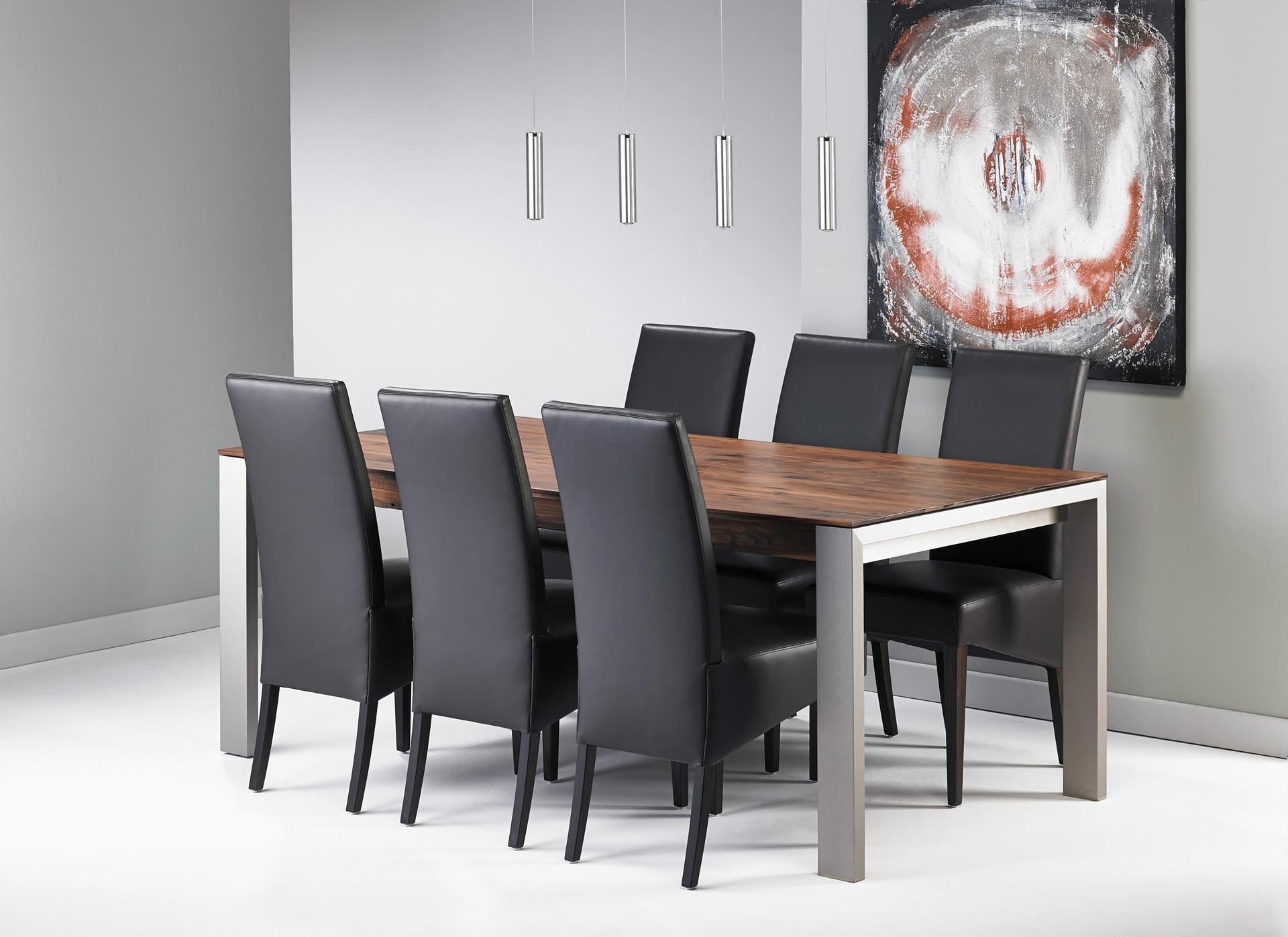 esstisch nussbaum mit edelstahlfuessen stuehle esstisch. Black Bedroom Furniture Sets. Home Design Ideas