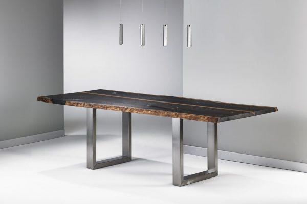 Esstisch mit Baumkante Räuchereiche massiv individuelle Anfertigung exklusiver Esstisch mit Naturkante