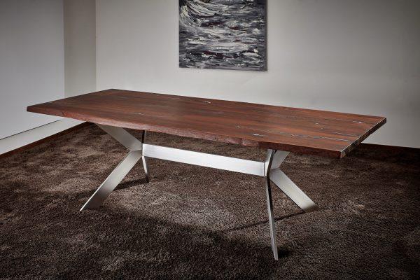 Thermoeiche Esszimmertisch mit Baumkante Edelstahlgestell mit Zinneinlagen hochwertige Fertigung nach Mass